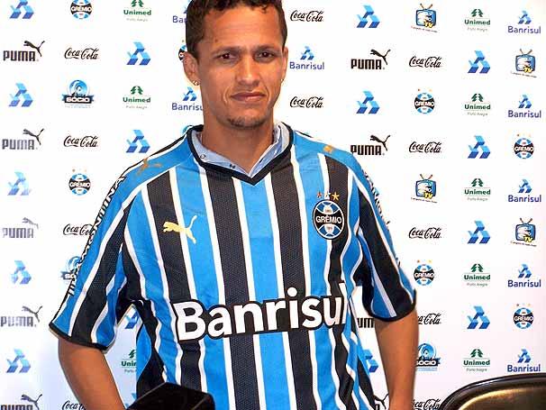 souza 11 07 08 b Souza vai ficar no Grêmio