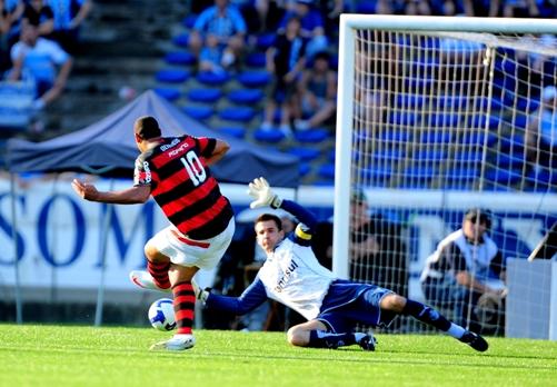 Adriano? A estrela do jogo foi Victor / Foto: Mauro Vieira - ClicRBS