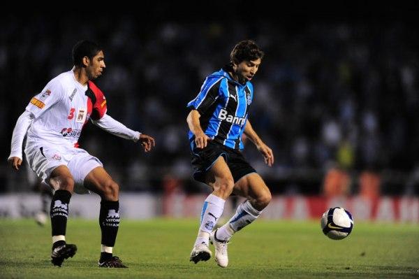 Tcheco provou, mais uma vez, a sua importância no Grêmio / Foto: Daniel Marenco - ClicRBS
