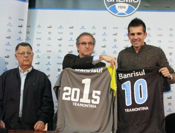 Grêmio oficializou a renovação de Victor nesta sexta - Foto:  Tatiana Lopes (ClicRBS)