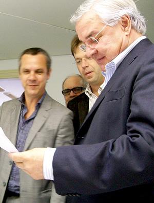 Odone, Vicente e a missão: renovar com Renato. (Foto: Eduardo Cecconi / Globesporte.com)