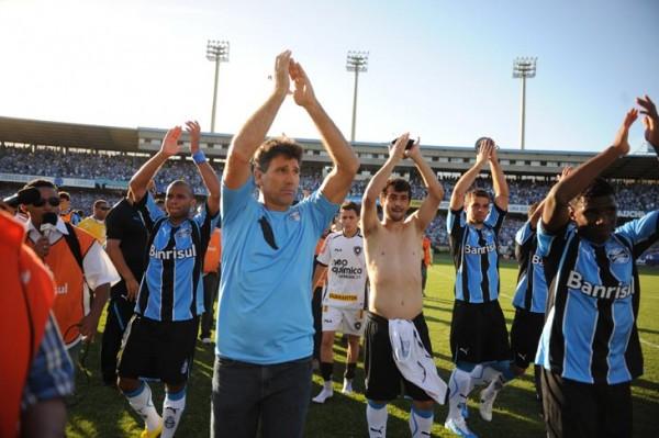 Renato e jogadores do Grêmio agradecem à torcida - Foto: Ricardo Duarte (05.12.2010)
