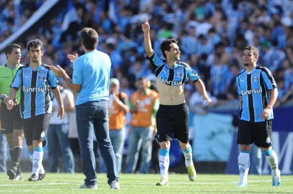 Jonas comemora gol diante do Botafogo - Foto: Valdir Friolin (05.12.2010)