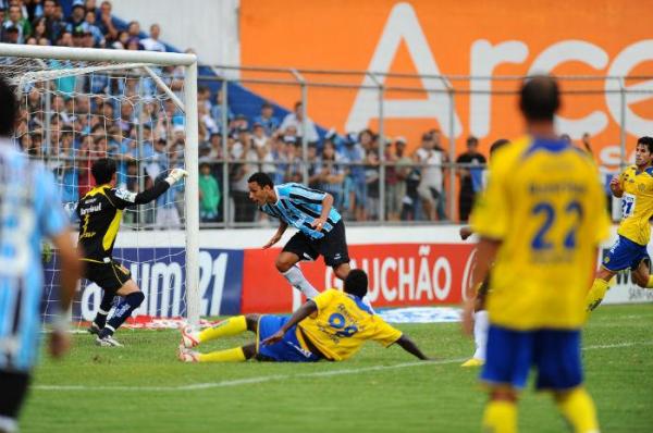 Rafael Marques marcou o terceiro do Grêmio - Foto: Cristiano Estrela/CP