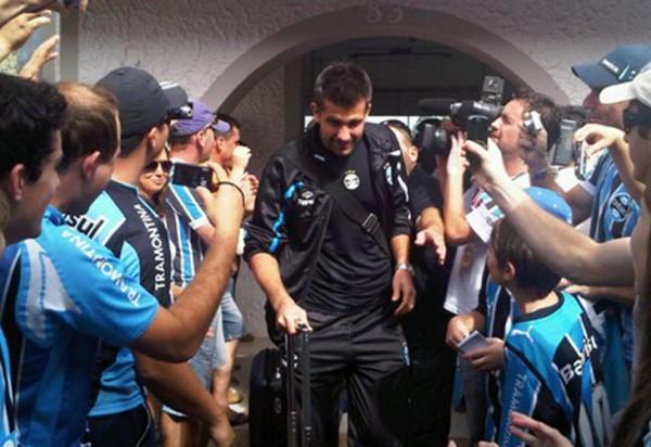 Victor recebeu o carinho dos torcedores em Erechim - Foto: Grêmio (divulgação)