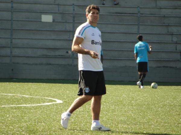 Renato realizou treinos no gramado sintético durante a semana - Foto: Tatiana Lopes