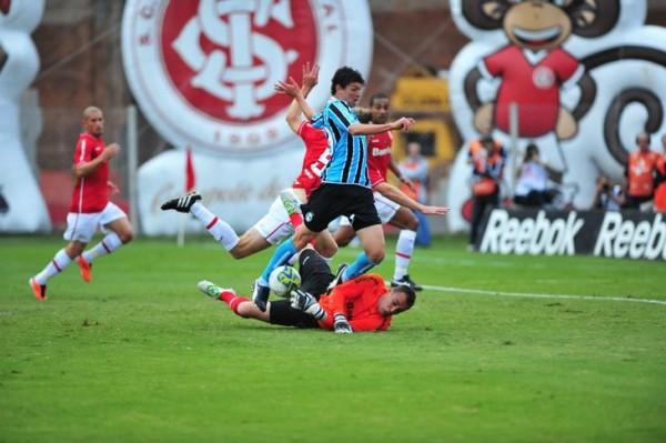 Viçosa perdeu gols, mas fez dois e deu a vitória ao tricolor - Foto: Valdir Friolin